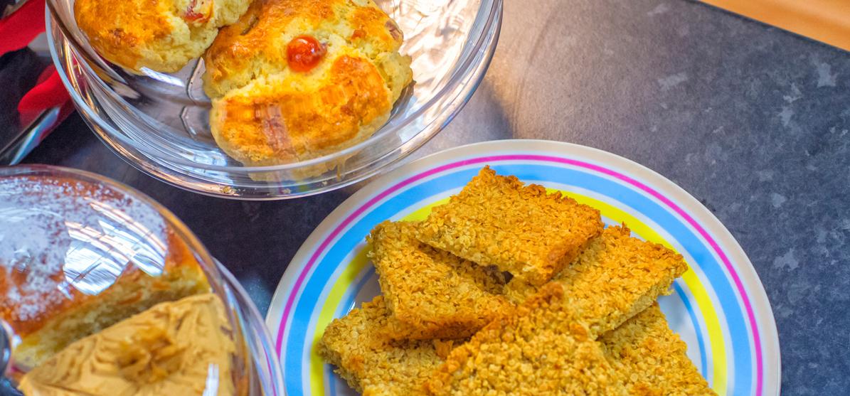 Cakes illustrating bake off to help homeless veterans